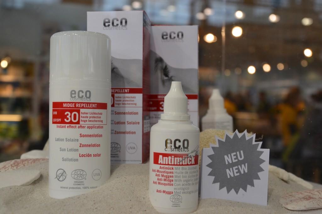 Bald wird es auch ein Kombi Produkt von EcoCosmetics geben: Antimückenschutz und Sonnenschutz in einem. Die Textur ist ähnlich (aber wohl besser) wie die der Sunlotions