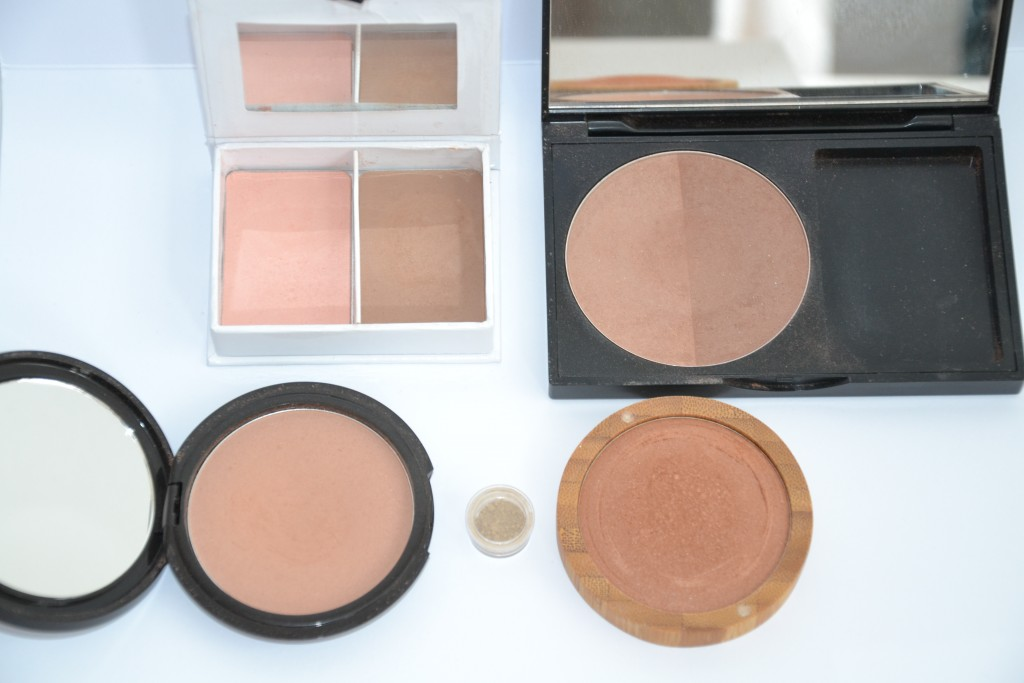 Von Links Oben im Uhrzeigersinn:  Andrea UNDGRETEL SUNNE in Wide, Dr.Hauschka Summer Impressions Cool Breeze, Zao Mineral Cooked Powder in Bronz Cooper. Biedermann in Jacaranda, Dr.Hauschka Bronzing Powder,