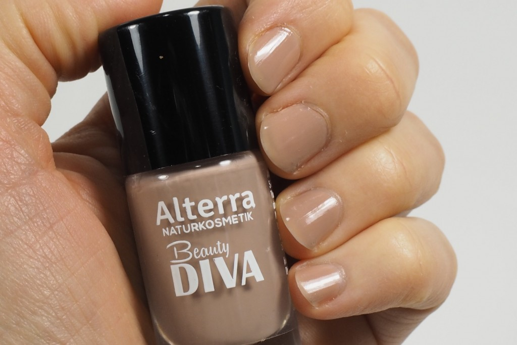 Alterra nagellack 01 Power Diva