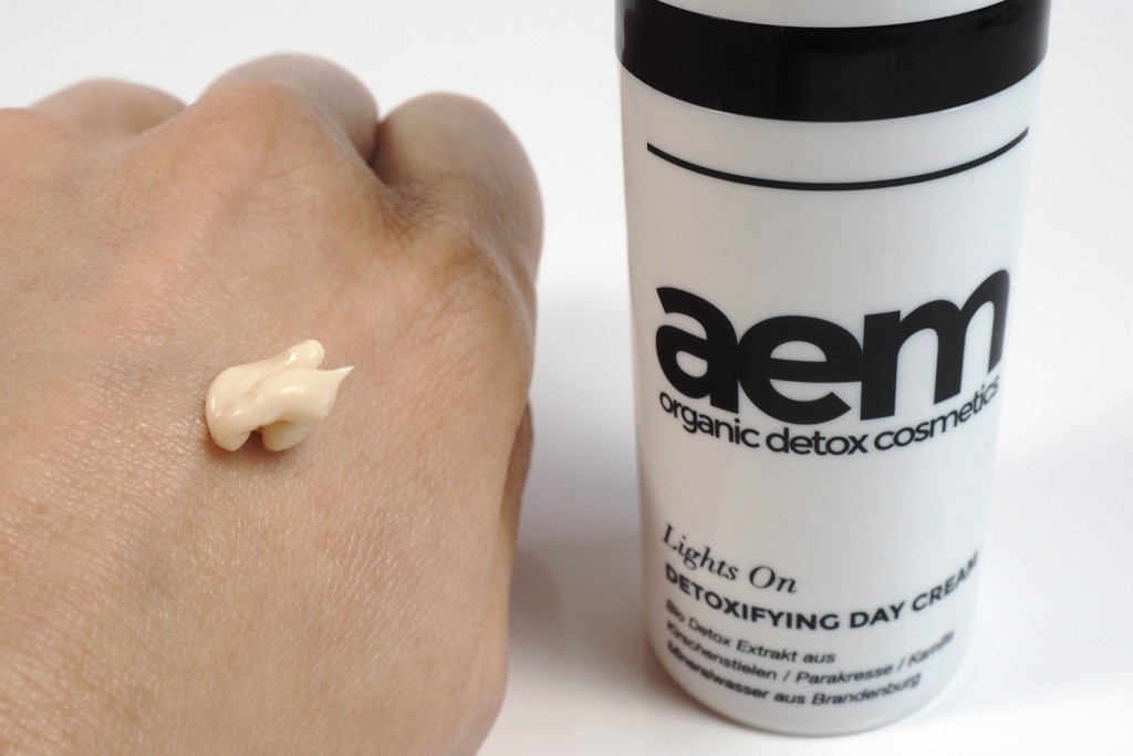 Aem organic detox cosmetics - lights on -Swatch